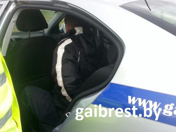 В Бресте пьяный мужчина разбил камеру контроля скорости