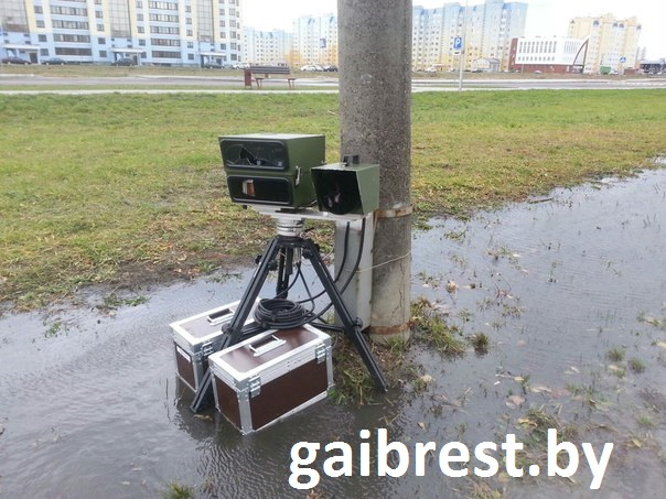 """В Бресте судят """"маршрутчика"""" за то, что разбил камеру скорости"""