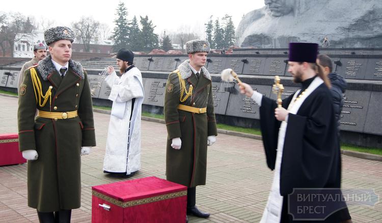 В Брестской крепости перезахоронили останки защитников цитадели