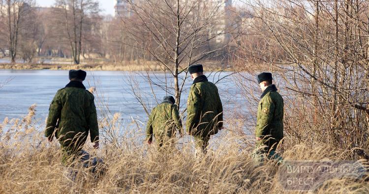 Что искали на Варшавке? Военнослужащие прочёсывали местность у реки Мухавец