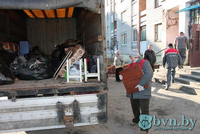 Женщину-неплательщицу выселили из квартиры без предоставления другого жилья