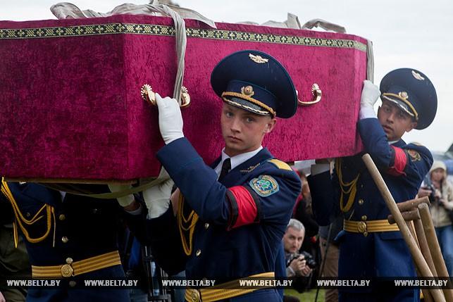 Погибших при освобождении Беларуси летчиков захоронили в Бресте на гарнизонном кладбище