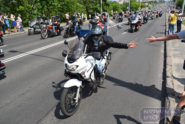 Практический экзамен на права для мотоциклистов значительно усложнят в Беларуси