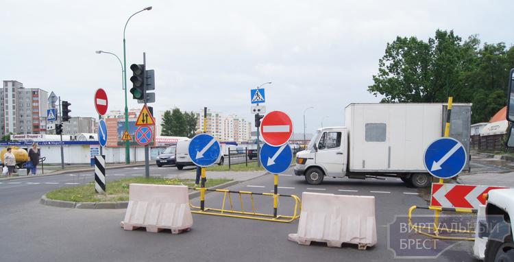 Улица Сябровская частично перекрыта, организовано движение по встречной полосе