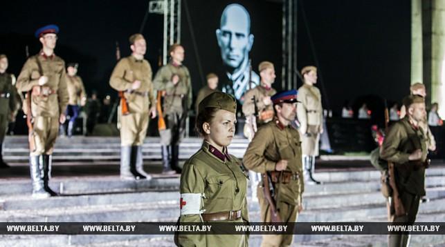 В Брестской крепости тысячи людей встретили рассвет на митинге в память о начале войны