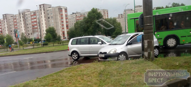 """ДТП на """"вульковском"""" кольце и Машерова попали на видео"""