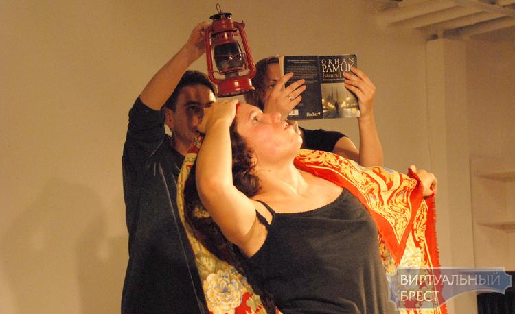Живой процесс театральной импровизации показали в Бресте