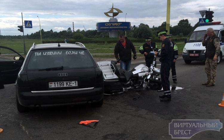 "В ДТП на ""варшавке"" пострадала женщина-пассажир мотоциклиста"