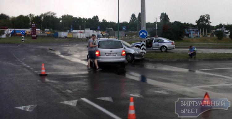 """Второй день подряд на """"вульковском кольце"""" бьются автомобили"""
