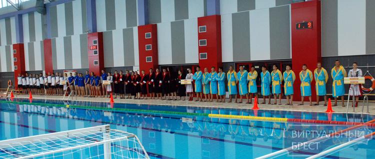 Международный турнир по водному поло проходит в Бресте