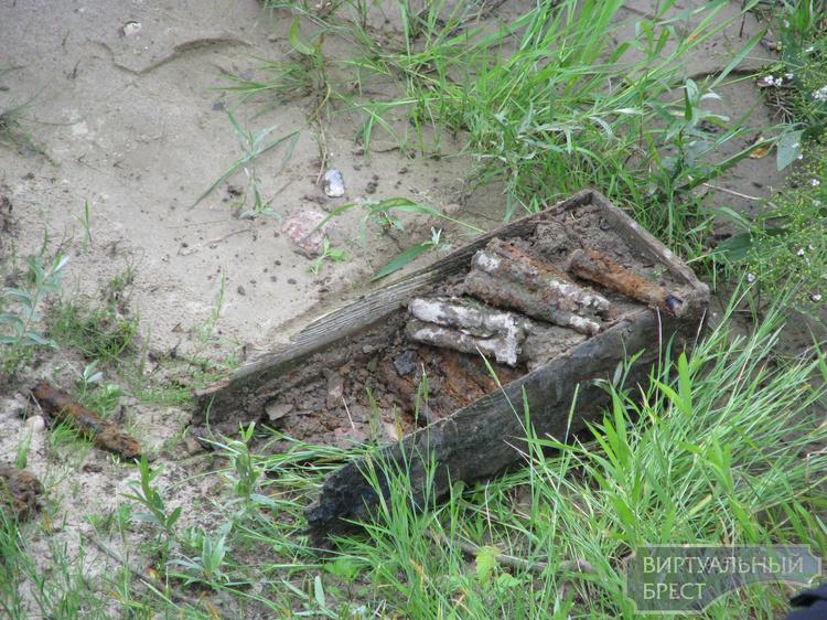 Брестские пограничники на берегу реки Западный Буг обнаружили снаряды времён войны