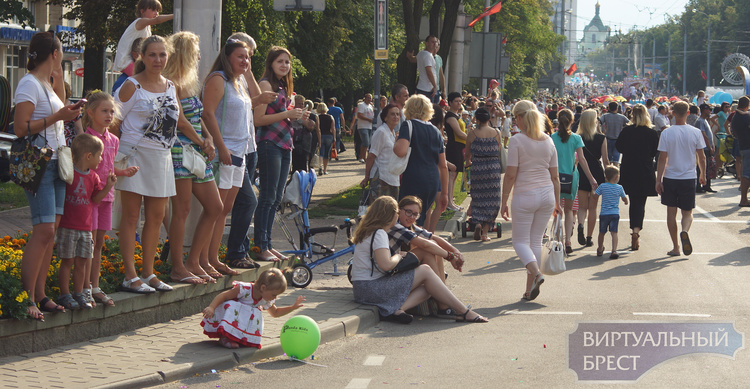 Масштабный карнавал прошёл по Бресту в честь Дня города