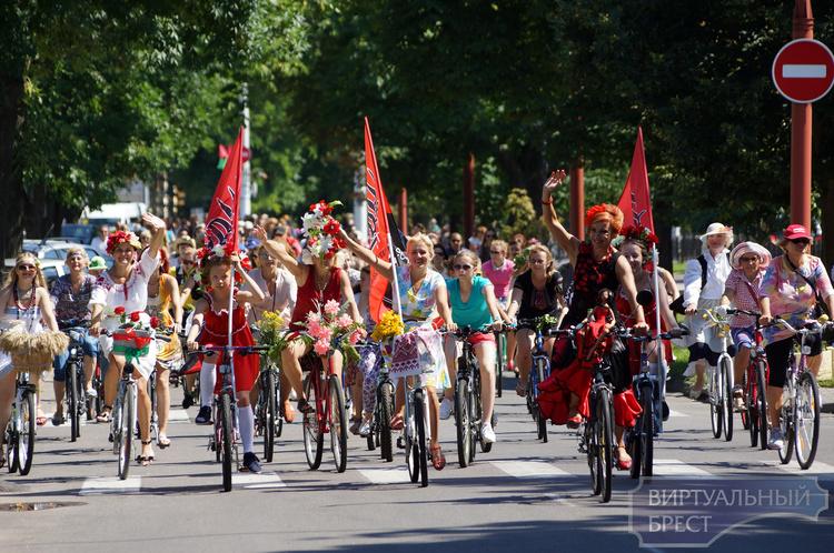 В этом году может состояться юбилейный велопарад на шпильках