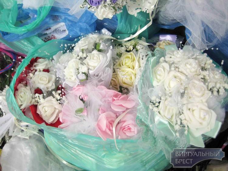 Партию свадебных товаров под видом личных вещей пытался ввезти в Беларусь украинец