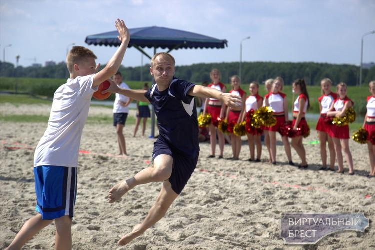 Состоялся VI открытый турнир города Бреста по пляжному гандболу