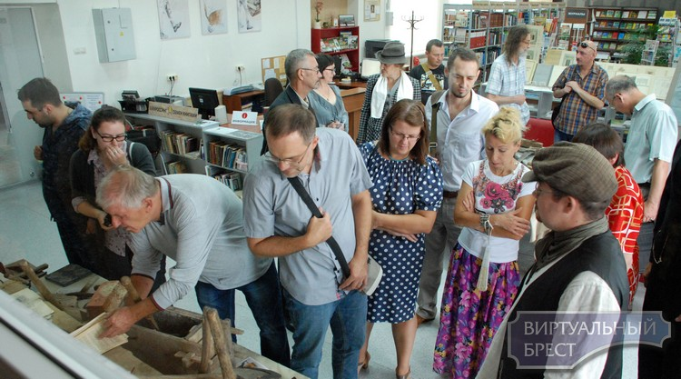 Выставка ретро-инструмента к Дню строителя открылась в Бресте