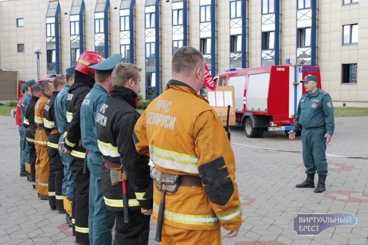 На Брестском гребном канале тушили пожар и спасали постояльцев гостиницы