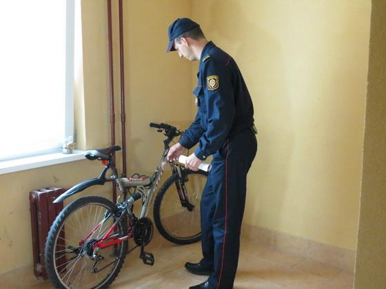 За велосипеды и детские коляски, оставленные в подъездах, грозит штраф