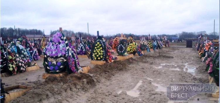 """На """"Северном"""" кладбище будут заменять глину на песок в могилах... Социал-демократы требует полного закрытия"""