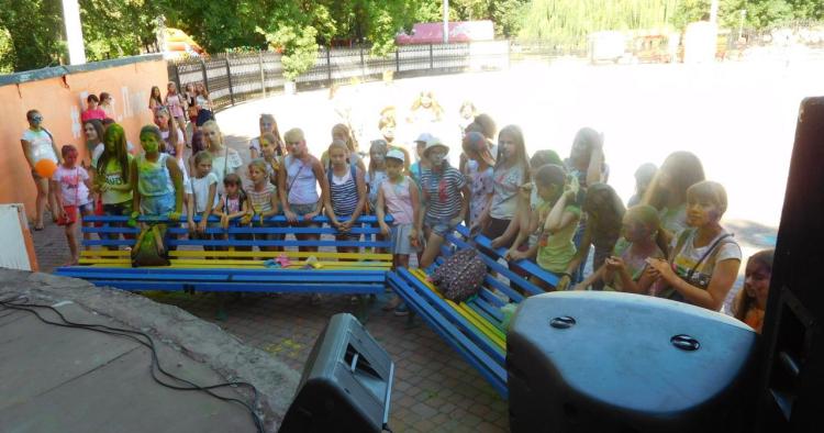 """В рамках акции """"В школу с Добрым Сердцем!"""" состоялся фестиваль красок """"Holi"""""""
