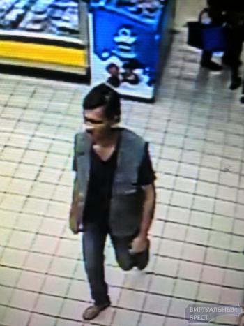 Милиция ищет мужчину, который выйдя из магазина похитил велосипед
