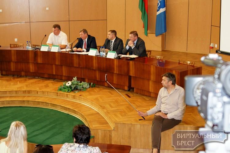 В горисполкоме прошла встреча обеспокоенных жителей ул. Поплавского и руководства города