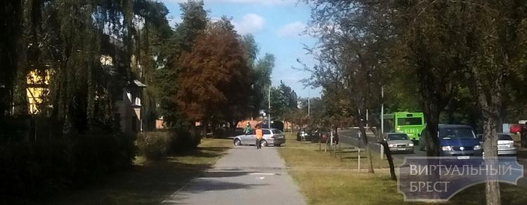 На ул. Зубачёва в Бресте в ДТП попал автомобиль БМВ - ищут очевидцев