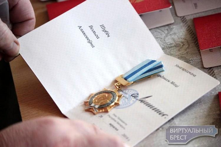 Семь матерей Ленинского района Бреста награждены Орденом матери