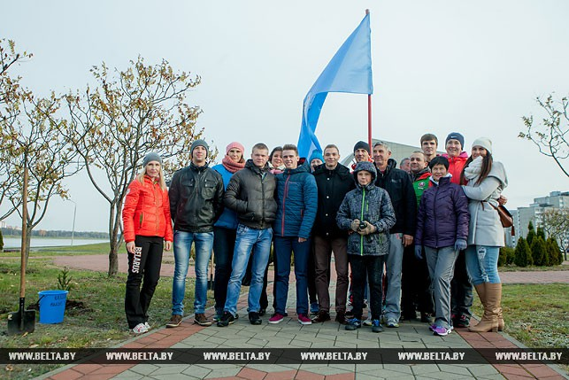 Титулованные спортсмены заложили аллею чемпионов на гребном канале в Бресте