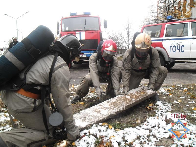 Тренировочный «пожар» в здании больницы устроили спасатели