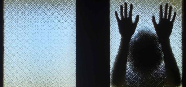 В Микашевичах трое неизвестных совершили разбойное нападение на женщину в её квартире