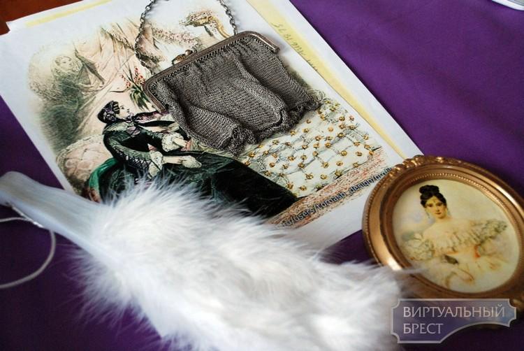 Выставка «Готовься к новогоднему балу или история моды 19 века» в Бресте