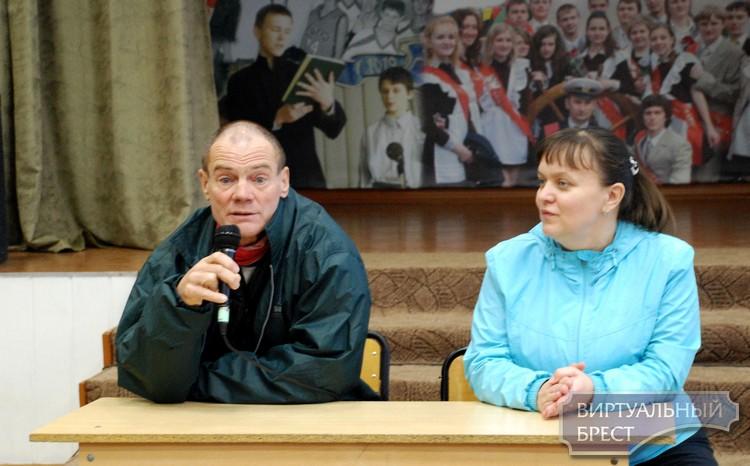 Путешественнику, который идёт вокруг света, не разрешили пешком пересечь границу Беларуси