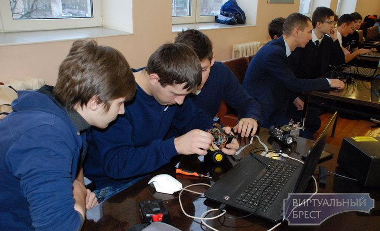 В Бресте состоялся турнир по робототехнике «РобоФэст»