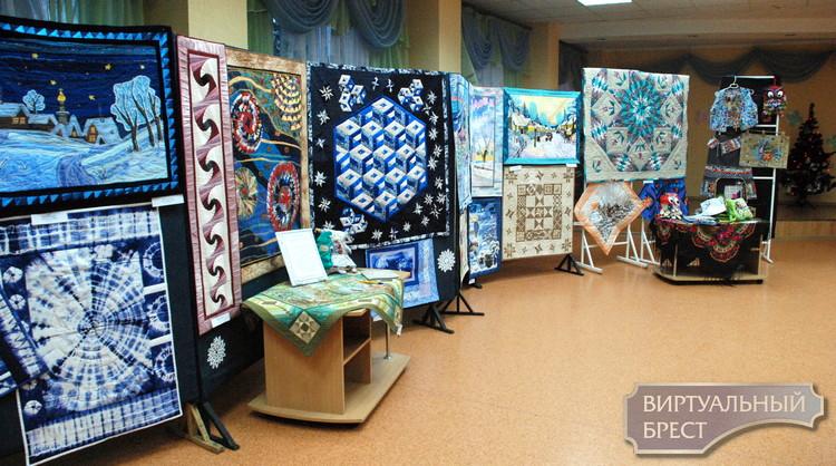 Три выставки лоскутного шитья открылись в детской библиотеке