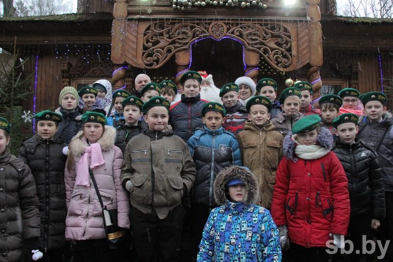 Дед Мороз приказал пограничникам пропустить через границу Новый год