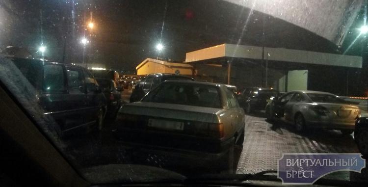 Очереди из автомобилей отмечаются на границе с Польшей