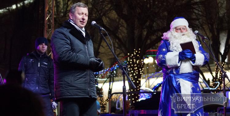 Брест встретил новый, 2017 год на площадях и улицах