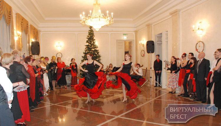 В Брестской областной филармонии прошел новогодний бал-маскарад «Испанская фиеста»