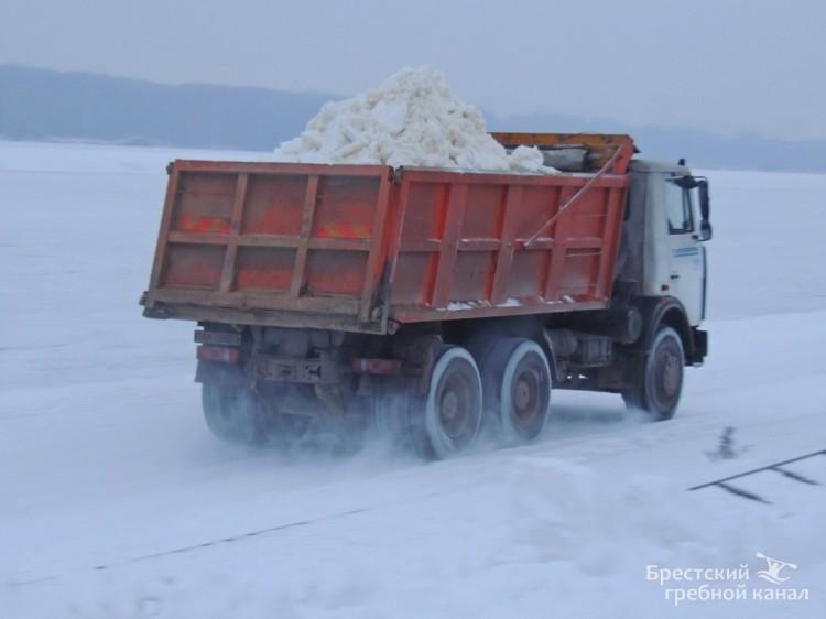 На Брестском гребном канале приступили к изготовлению лыжной трассы