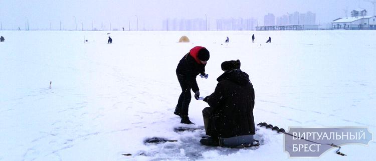"""В Бресте стартовала молодёжная акция """"За безопасный лёд"""""""