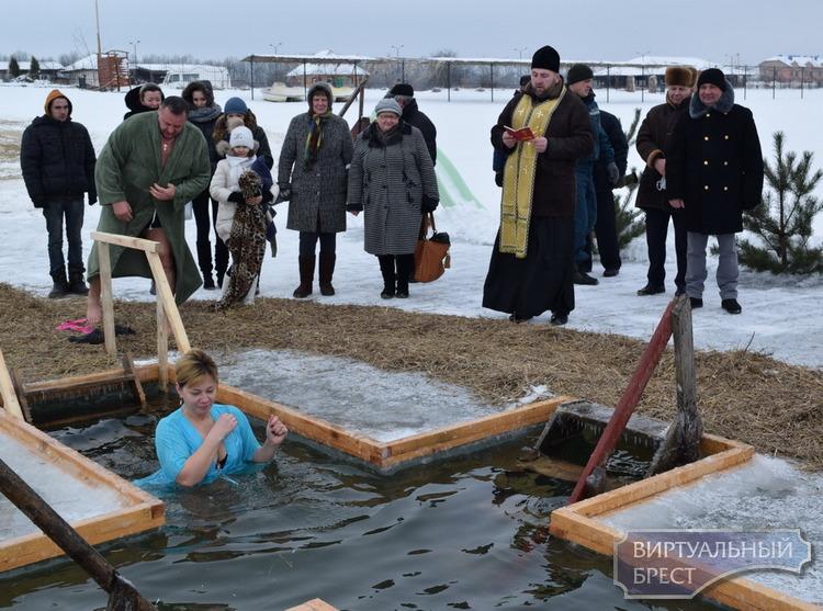 МЧС даёт рекомендации, как безопасно окунуться в прорубь на праздник Крещение