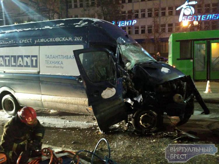 Спустя месяц умер пассажир угнанного микроавтобуса, который попал в аварию на Машерова