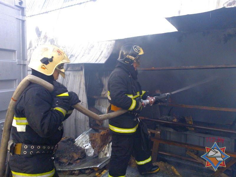 Два погрузчика идва деревообрабатывающих станка сгорели наскладе вБресте
