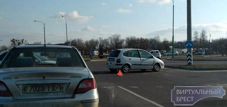 В Бресте муж и жена попали в аварии в 20 метрах друг от друга с разницей в 38 минут