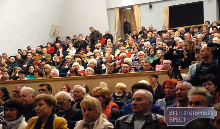 Большой разговор с главой города. Какие острые вопросы задавали Александру Рогачуку?