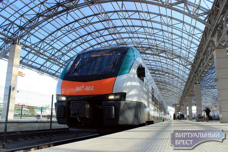 Новая швейцарская электричка «Intercity» впервые отправилась в рейс Минск — Брест — Минск