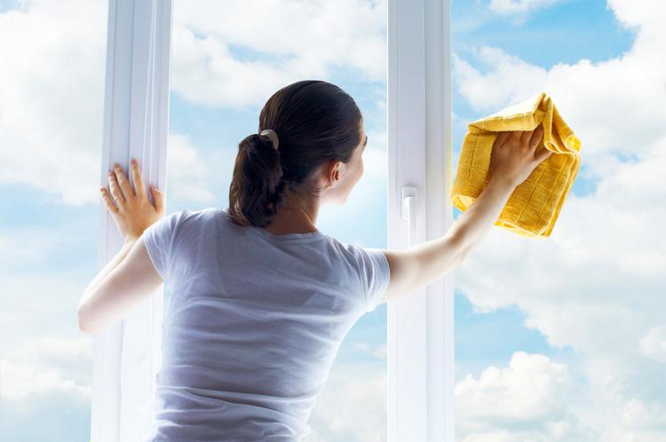 Как к праздникам навести порядок в доме: уход за окнами