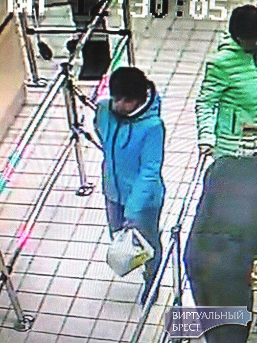 Милиция ищет женщину, которая похитила в Евроопте пакет с имуществом
