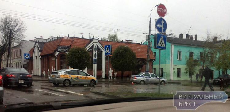 В Бресте водитель такси совершил наезд на пешехода